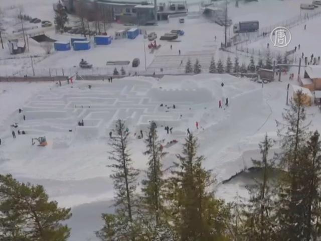 В Польше строят огромный снежный лабиринт