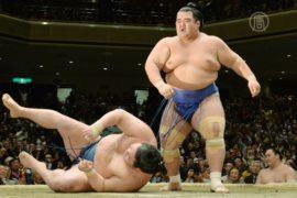 Чемпионат сумо: впервые за 10 лет победил японец