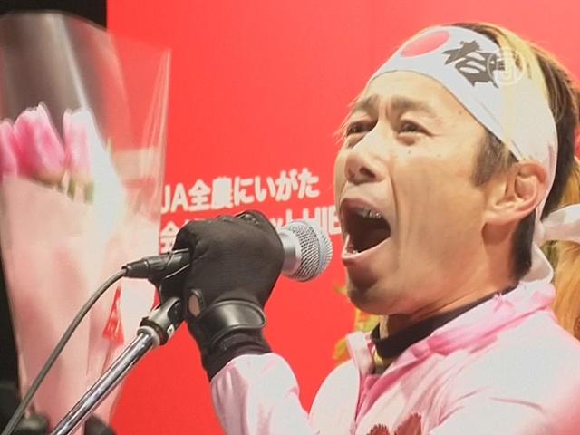 Японцы кричат о любви в одном из парков Токио