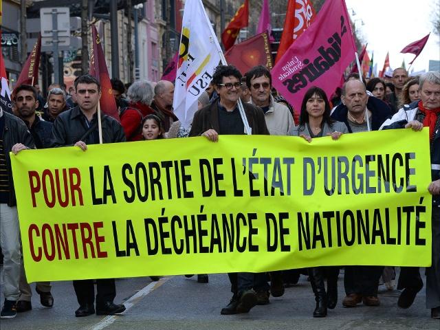 Во Франции протестовали против продления режима ЧП