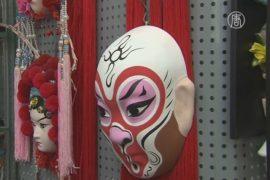 Китайцы скупают маски обезьян перед Новым годом
