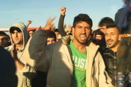 Беженцы заблокировали шоссе в знак протеста