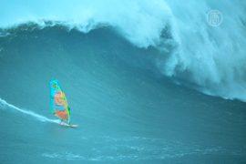 Гигантские волны Назаре покорились виндсёрферу