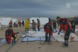 Турция устанавливает палатки в Сирии вдоль границы