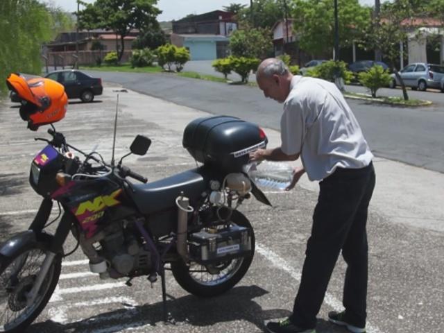 Бразилец заставил мотоцикл работать на воде