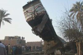 Пассажирский поезд сошел с рельсов под Каиром