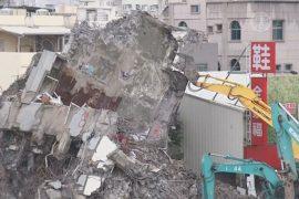 Поиски жертв землетрясения в Тайнане завершены