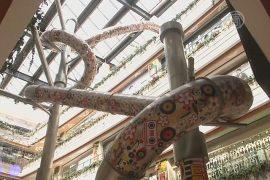 Шанхай: гигантскую горку возвели в торговом центре