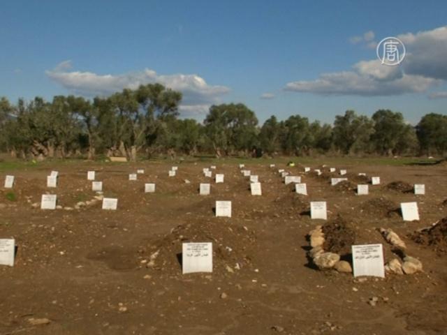 Безымянные могилы наполнили кладбище для мигрантов