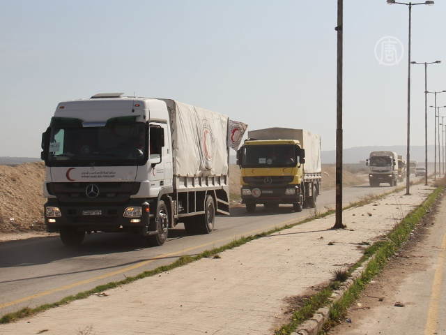 Гумпощь доставляют в осажденные города Сирии