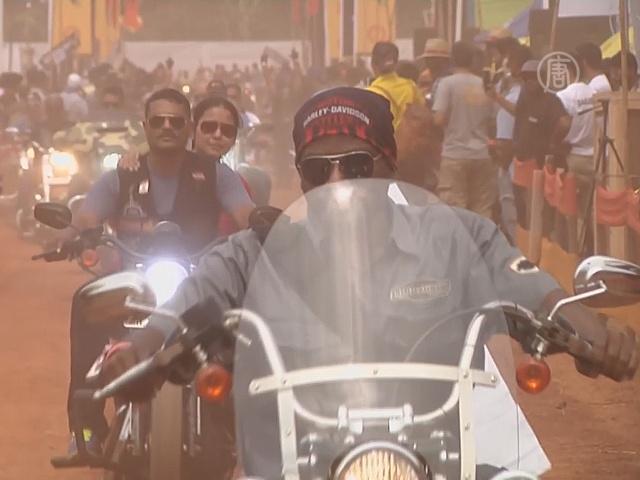 Фестиваль в Индии собрал 12 000 байкеров