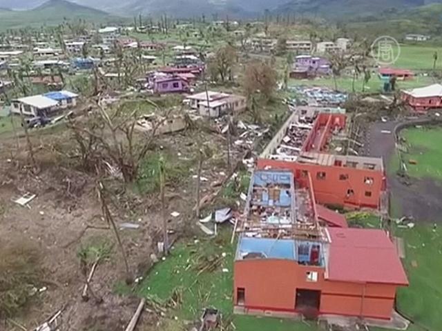 Острова Фиджи ждут помощи после урагана