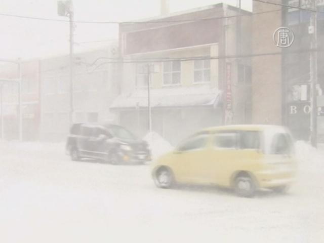 На остров Хоккайдо обрушилась снежная буря