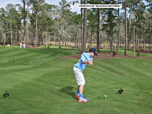 11-летний гольфист попал в лунку с 74 метров