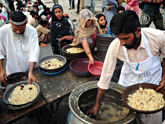 Вкусно и поздно поесть любят в Пакистане