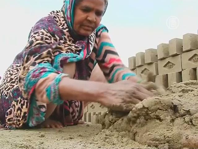 Рабский труд женщин в кирпичных цехах Пакистана