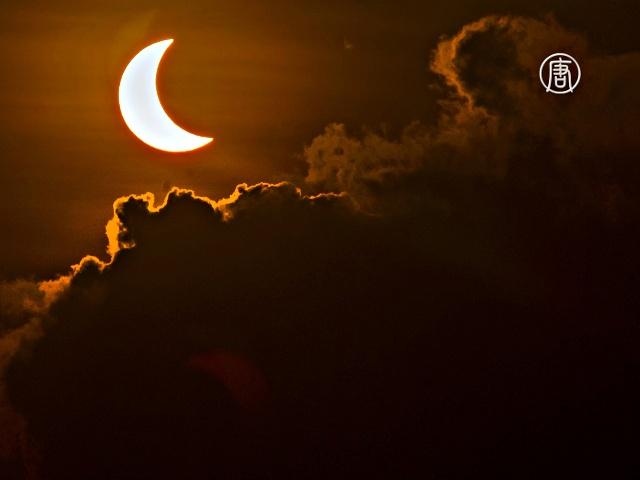 Тысячи жителей Азии увидели солнечное затмение