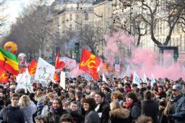 Париж: профсоюзы и студенты вышли на протест