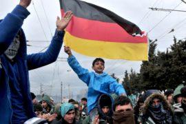 Мигранты требуют открыть границу Македонии