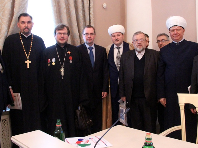 Противодействие экстремизму обсудили в Петербурге
