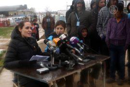 Анджелина Джоли встретилась с беженцами в Ливане