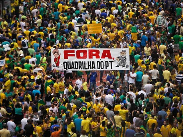 Антиправительственные протесты охватили Бразилию