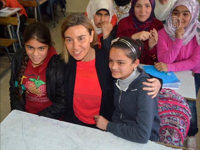Могерини побывала у сирийских беженцев в Ливане
