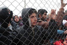 Мигранты из-за слухов боятся уйти из Идомени