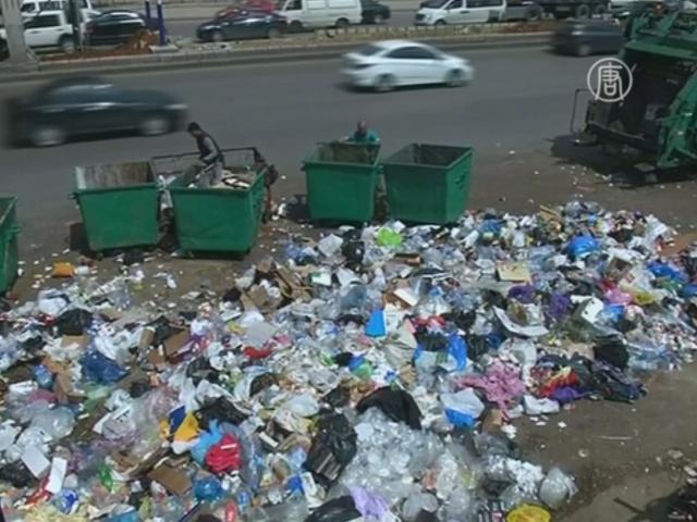 Улицы Бейрута освобождают от гор мусора