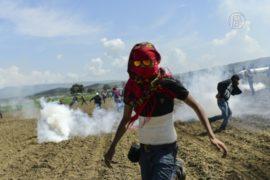 Попытка прорвать кордон: 200 мигрантов пострадали