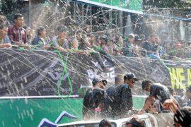 Фестиваль воды: в столице Мьянмы нет сухого места