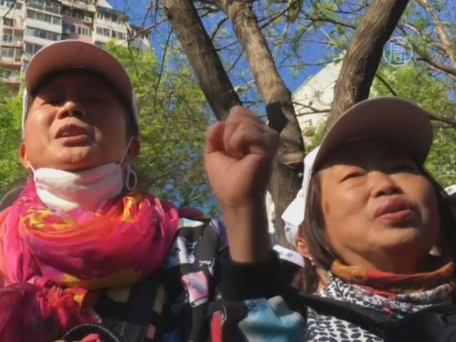 В Пекине протестуют «одинокие» родители