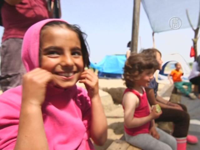 Школа дарит радость детям-беженцам в Идомени