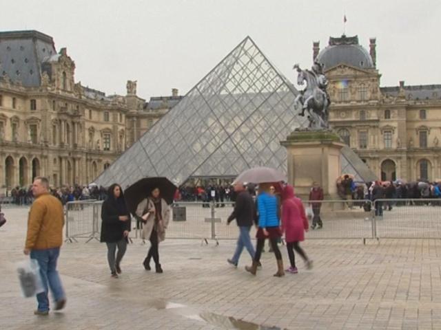 Режим ЧП во Франции продлят еще на два месяца