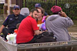 Наводнение в Хьюстоне: людей эвакуируют на лодках
