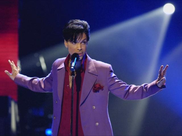 Поклонники в США оплакивают Принса