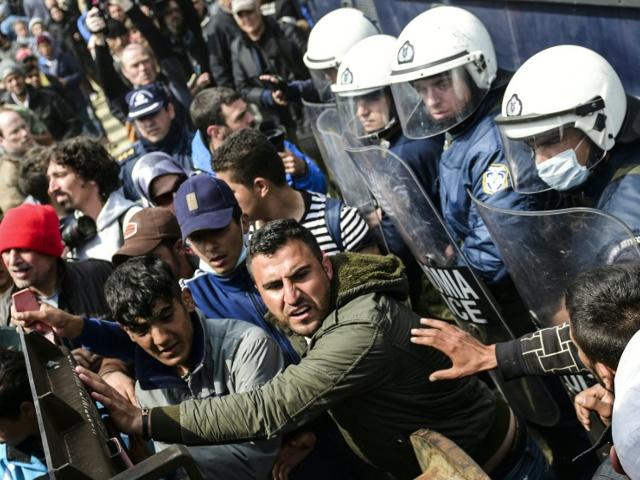 Случаи насилия среди беженцев участились в Идомени