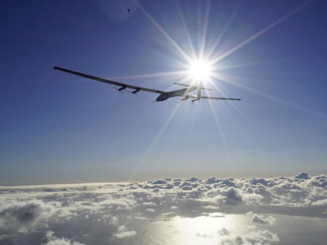 «Солнечный самолёт» вылетел в сторону Калифорнии