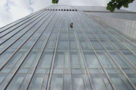 Робер взобрался на самое высокое здание Казахстана