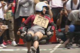 Гонки на офисных стульях устроили в Тайване