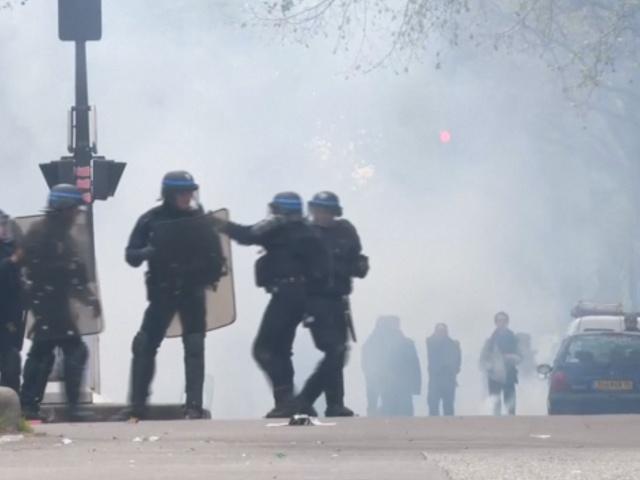 Протесты во Франции привели к массовым беспорядкам