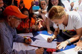 Венесуэльцы хотят отправить Мадуро в отставку