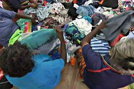 Соцсети помогли аборигенам собрать тонны одежды