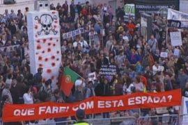Португальцы протестуют против бюджета на 2013 год