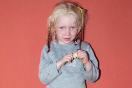 В цыганской семье нашли светловолосую девочку