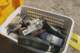 Как финны кидались старыми мобильниками