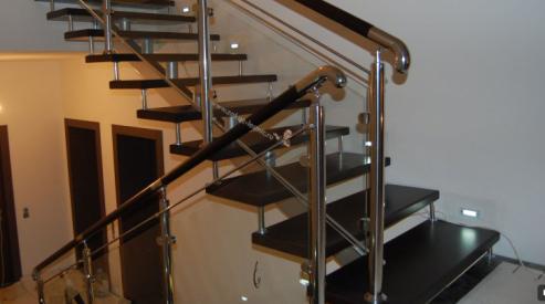 Особенности ухода за интерьерной лестницей из дерева