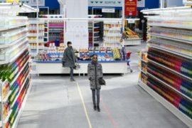 Лагерфельд показал свою коллекцию в супермаркете