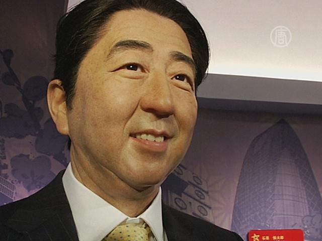 Премьера Японии сделали из воска