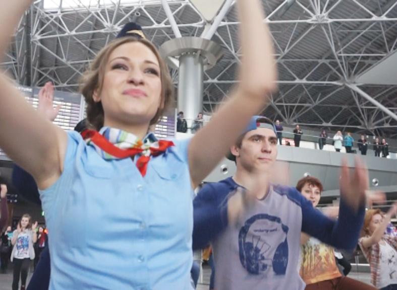 Танцевальный флешмоб прошёл в аэропорту Внуково